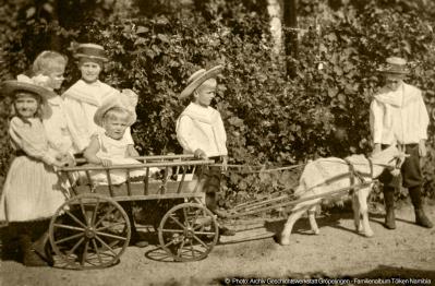 Gröpelingen 1901: Heinz Tölken mit seinen Geschwistern