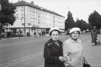 Im Hintergrund das Rex-Kino 1958